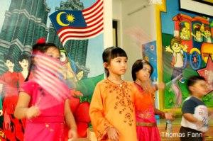 kids_waving_flags